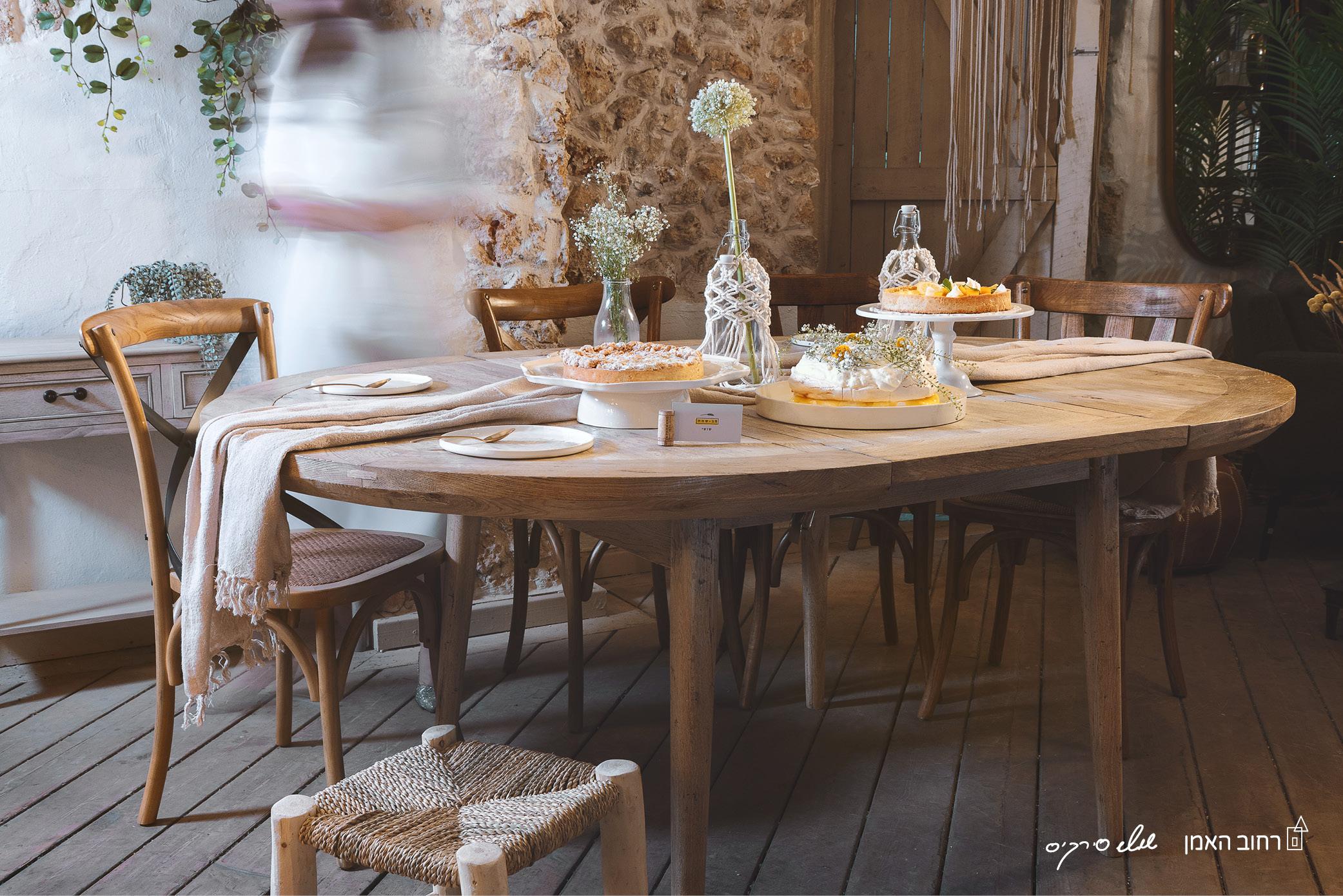 חוגגות שבועות- עיצוב שולחן שבועות ומתכוני חג